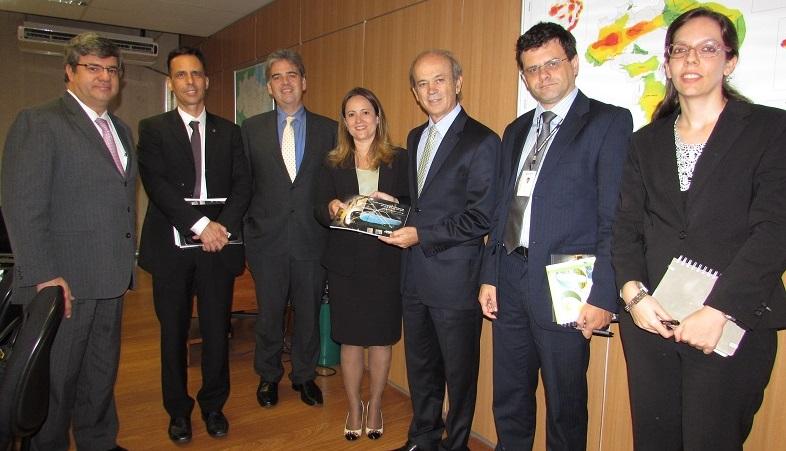 Anptrilhos executivos da anptrilhos participam de for Ministerio de minas
